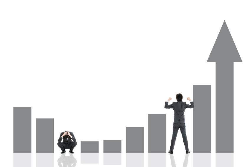 上下するグラフとビジネスマン